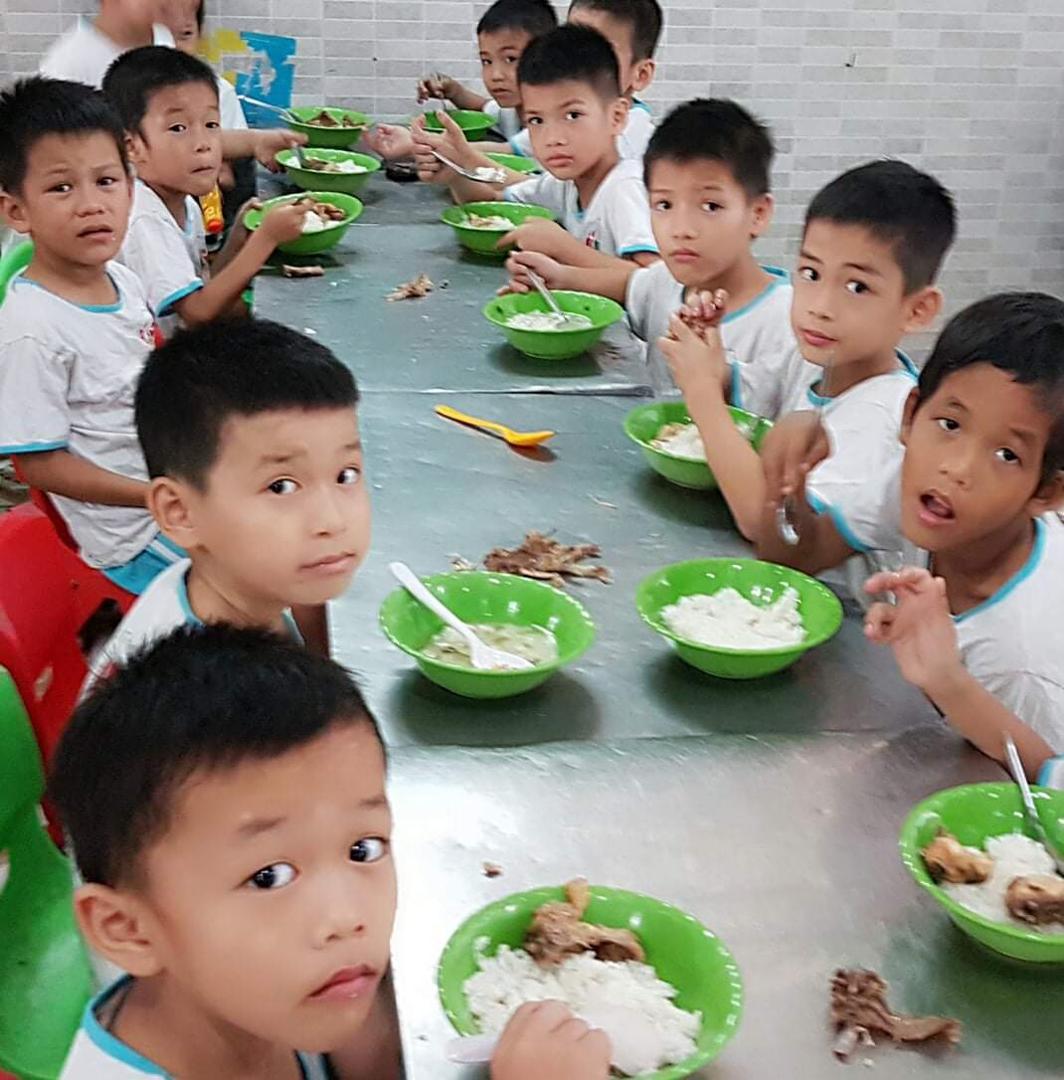 Triệu bữa ăn dinh dưỡng đến với trẻ em nghèo giữa tâm dịch Covid-19